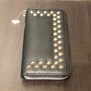 Handbags - ⬇️ 3/$25 🆕 New wallet with studs & w/tags